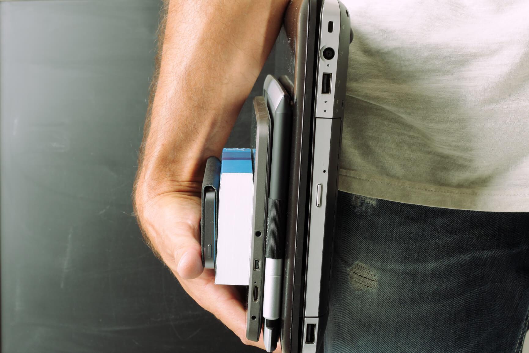 bras homme pc outils numérique